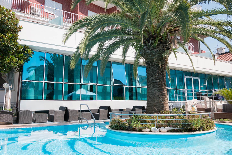 zona piscina hotel charlotte